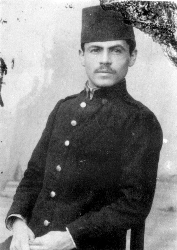 Јанаки Манаки во ученичка униформа на романскиот лицеј во Битола (1897 г)