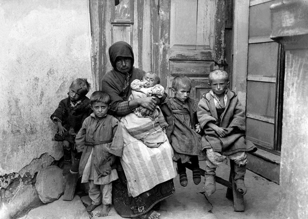 Мајка со изгладнети деца, Битола 1915/16 г